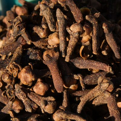 7 Facts About Whole Cloves