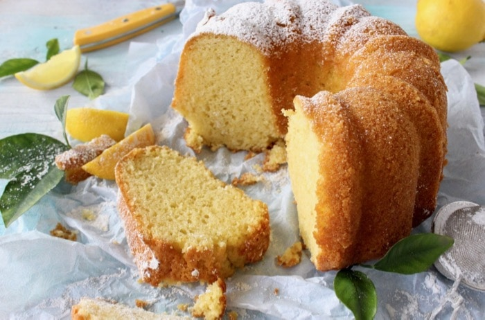 Greek Yogurt Lemon Cake in Bundt Cake Form with Powdered Sugar
