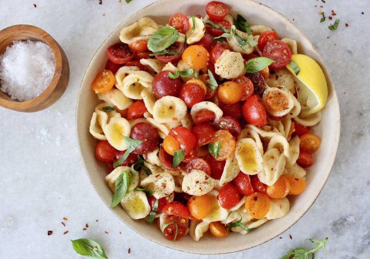 bruschetta pasta with cherry tomatoes and basil